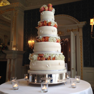 The Artistry of Wedding Cakes